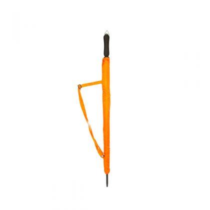 Paraguas naranja cerrado